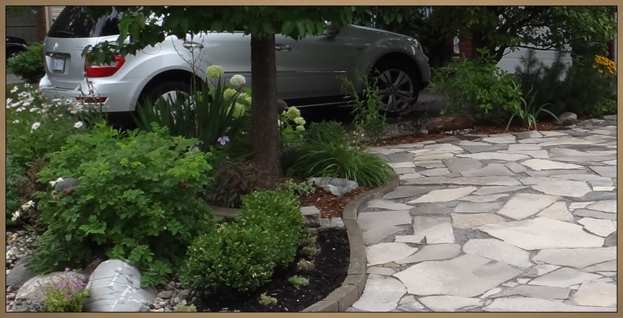Custom Garden with Flagstone Photo